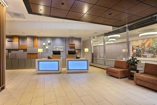 Holiday Inn Express Denver Downtown: Front Desk