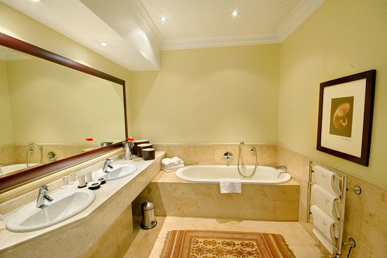 10 2nd Avenue Houghton Estate: Presidential Suite Bathroom