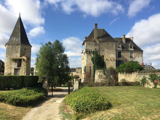 La Celle-Guenand, ฝรั่งเศส: la façade coté jardin