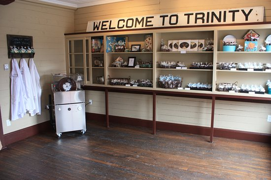 Trinity, Canada: Inside the shop