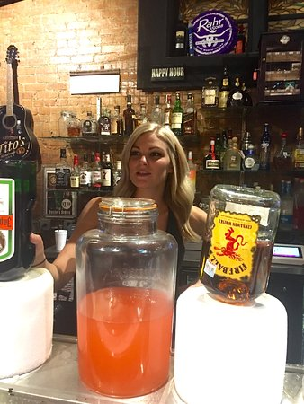 Burleson, TX: Hey-Hey Bartender❣ Service with a beautiful smile😃