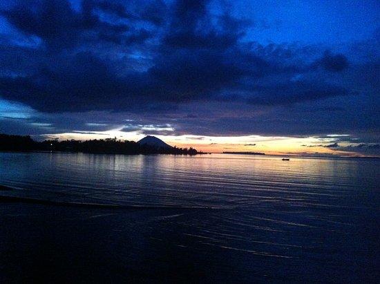 Wori, อินโดนีเซีย: Zonsondergang