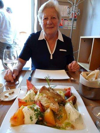 Aux Fines Herbes: Martine met Tomates anciennes et Mozarella di Buffala