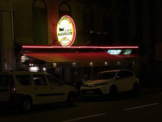 Casa Mauricio: Façade du restaurant situé en centre ville d'Ax les Thermes