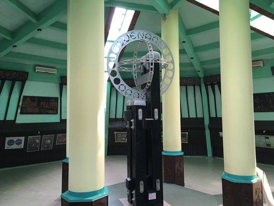 Equator Monument (Tugu Khatulistiwa): photo0.jpg
