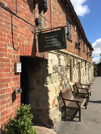 """En underbar dag med ölstopp på otroligt vackra """"The Old Mill"""" i Harnham, Salisbury."""