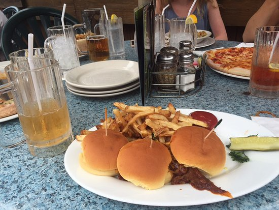 Wormleysburg, PA: Pulled Pork Sliders with Fries