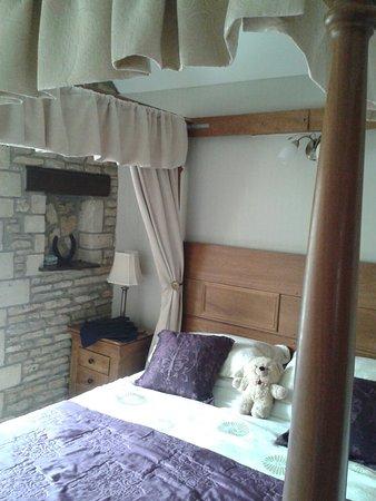 The Lamb Inn: The rissington suite