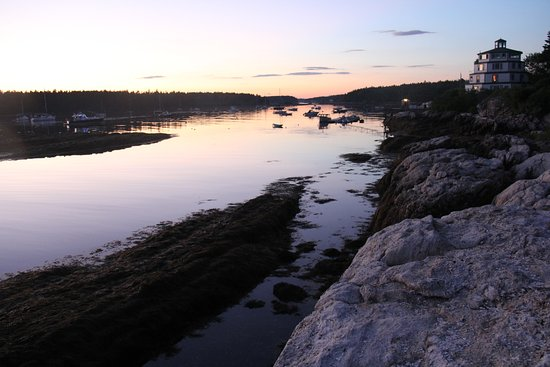 Sebasco Estates, ME: Sunset at Sebasco Harbor Resort (the Light House on the right)
