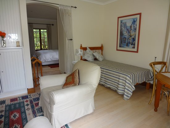 Rondebosch, Sydafrika: Wisteria lounge with single bed