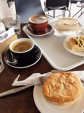 Opotiki, نيوزيلندا: Our Nice Food!!! Good strong coffee