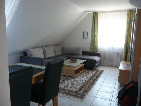 Wohnzimmer mit Esstisch - Bild von Appartements Biedermeier, Bad ...