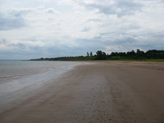 Pictou, Canada: Looking down the beach.