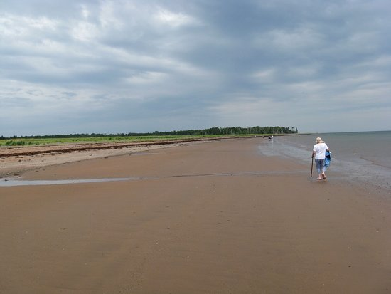 Pictou, Canadá: Walking out to Munroe's Island.