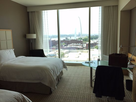 Four Seasons Hotel St. Louis: View of the Arch from the room