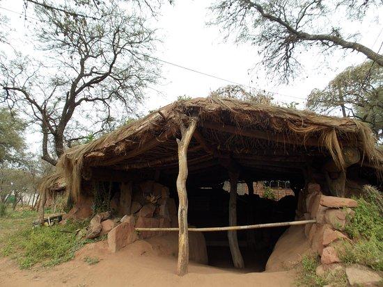 Cerro Colorado, Argentina: Casa Pozo, replica de vivienda Comechingón