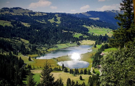 Hotel Alpenland Lauenen: Lauenensee consisting of two small lakes