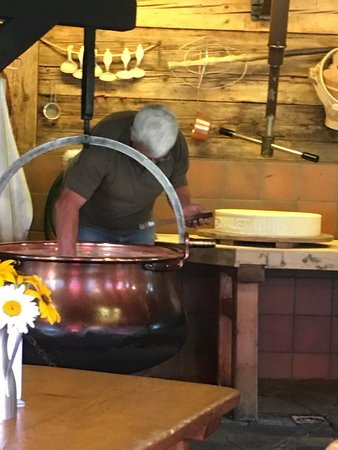 Chateau-d'Oex, Sveits: Cheese Making