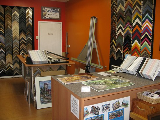 Cobalt, Kanada: Laura's Art Shoppe custom framing