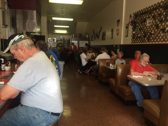 Monroe, WI: Corner cafe interior