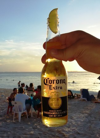 Chichi's 'n Charlies: The beach at sunset. What more do you need!