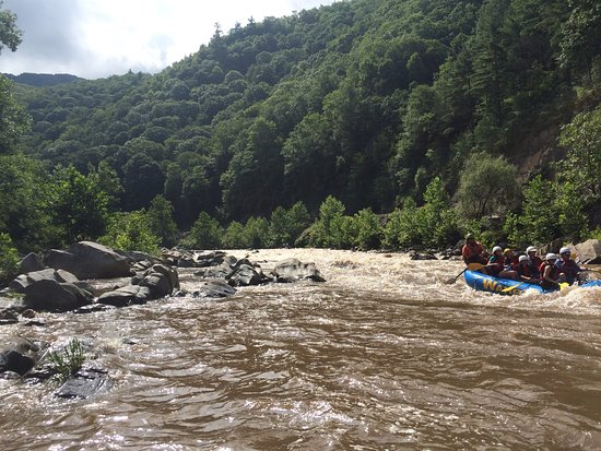 Wahoo's Adventures: Great day on the Nolichucky.