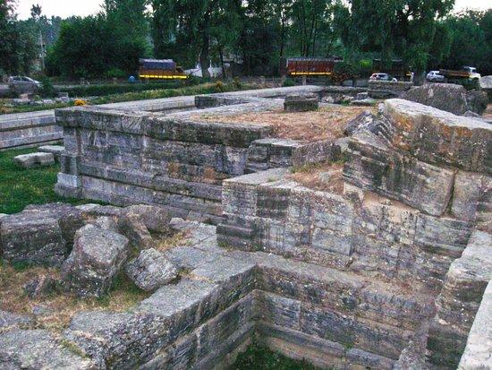 Pulwama, India: BongBlogger - Avanti Shovra Temple in Awantipora, Jammu and Kashmir, India