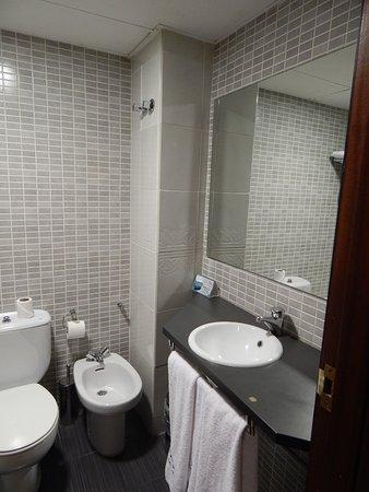 Utebo, España: baño muy completo