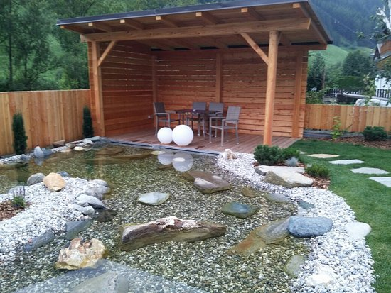 Il giardino con laghetto e giochi d 39 acqua foto di hotel - Laghetto giardino ...