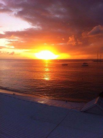 Tropical Sunset Beach Apartment Hotel Photo