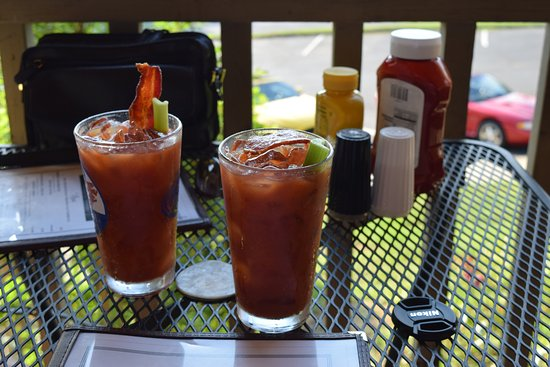 Mountview Bistro at Fontana Village Resort: Caesar made with Bacon Strips, Mmmmmmm!