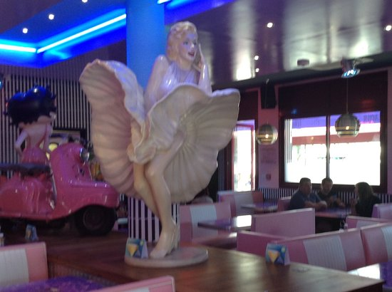 Ed Wood Cafe : Marilyn