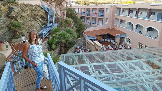 Mitsis Rodos Village Beach Hotel & Spa: Steps to rock bar and indoor pool