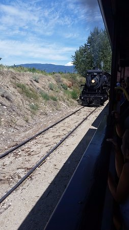Summerland, Kanada: This is the engine coming to the other end to take us back to the depot.
