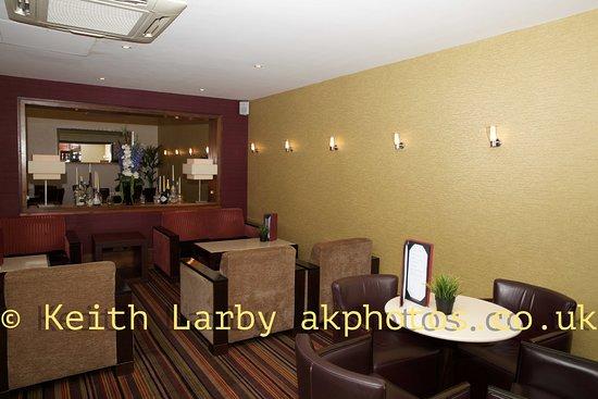 DoubleTree by Hilton Hotel Sheffield Park: Bar