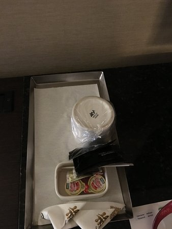 Radisson Hotel Whittier: Missing coffee pot in thrid room