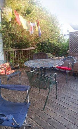 Didjeridoo Dreamtime Inn: Outside deck/dining area