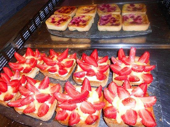 Marvejols, France: Les desserts que l'on a envie de mettre en bouche