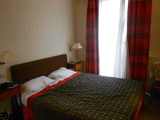 DSC_6308_large.jpg - Picture of Londres et New York Hotel, Paris ...