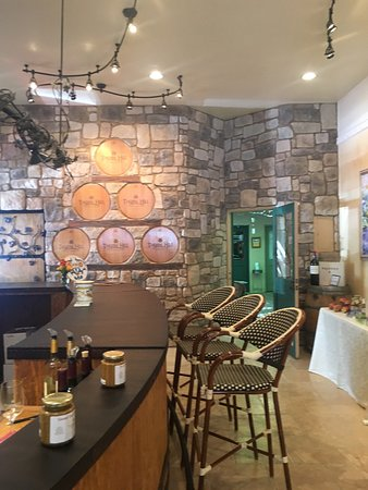 Thorn Hill Vinyards Tasting Room