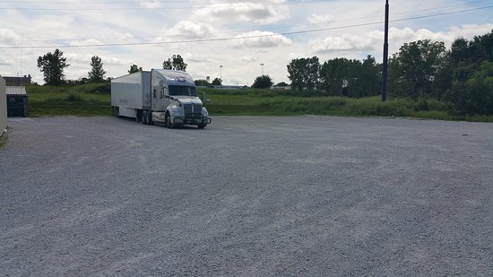 Econo Lodge: Truck & Rv Parking