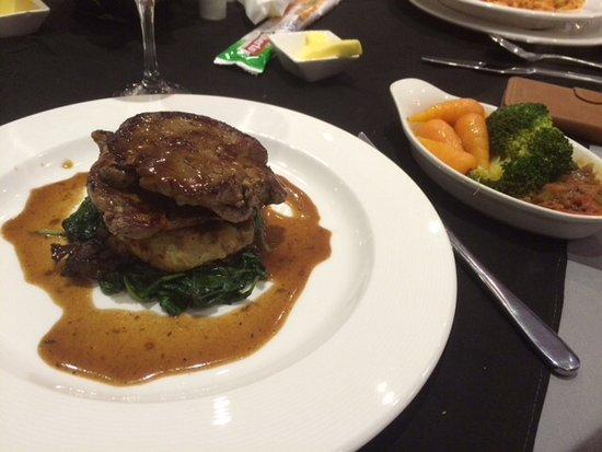 Eduardo's: Fillet of Beef Meddalions