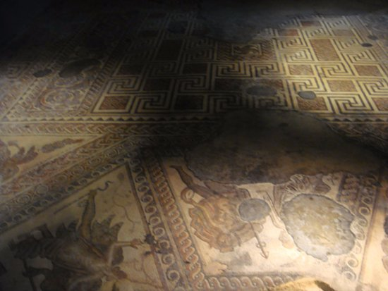 Yanworth, UK: The mosaic floor in the building