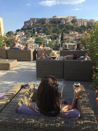 Plaka Hotel: A glass of wine with a view of the Acropolis