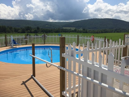 Milford, NY: Outdoor Pool