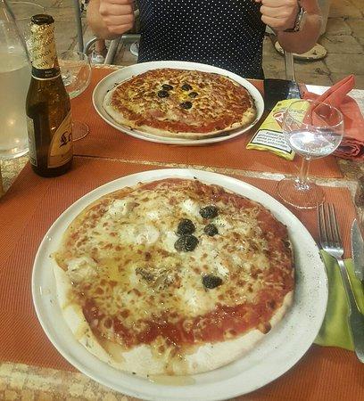 Le Brasero : Pizzas excellentes très peu de temps d'attente. Serveuses agréables.  Nous sommes surpris de lir