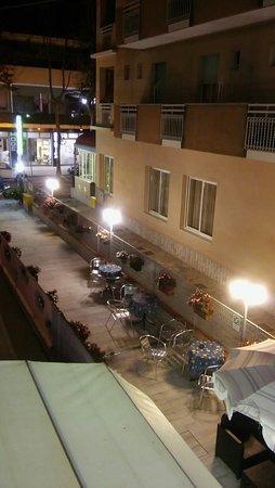 Hotel Nadia: 20160806_222319_large.jpg