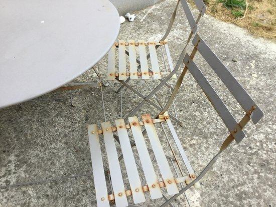 Sangatte, Francja: rusty chairs