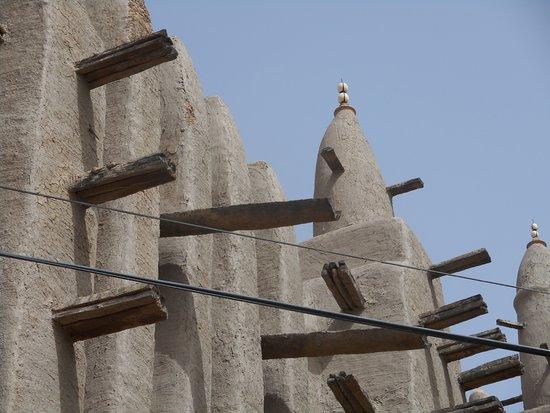 Mopti, มาลี: Глинобитные стены.