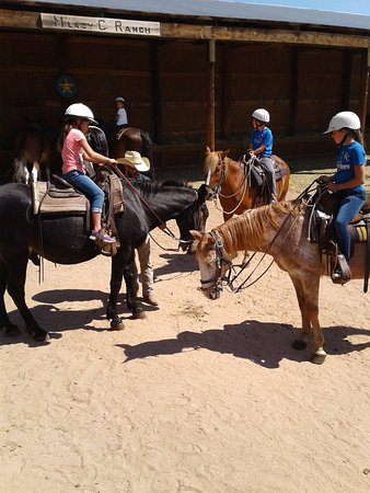 Lake George, Colorado: Assigning horse and riders